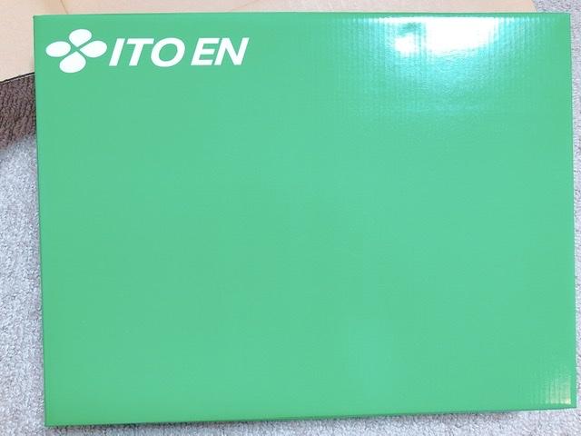 伊藤園から到着した株主優待の箱の写真